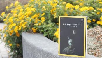 libro el demonio camuflado en el asfalto- foto lucia portocarrero